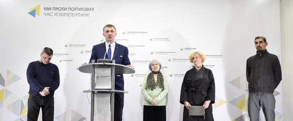 Families of Heavenly Hundred demand explanations on how suspects from Berkut special division could escape to Russia