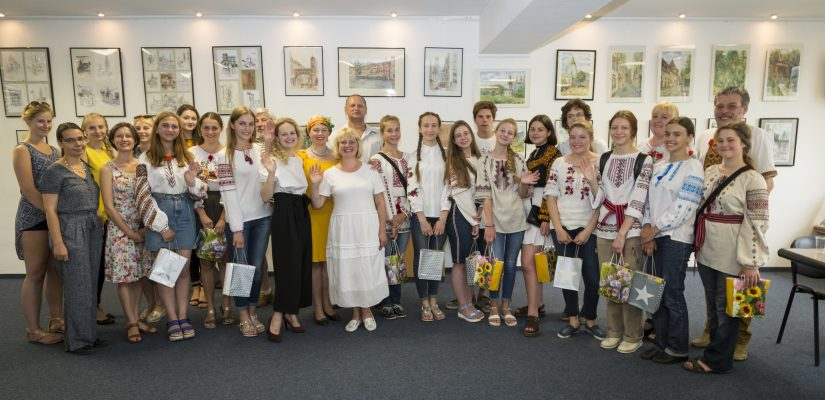 The first art generation of the independent Ukraine