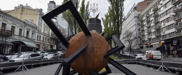 """Confrontation"": a temporary installation opens on Taras Shevchenko Boulevard in Kyiv"