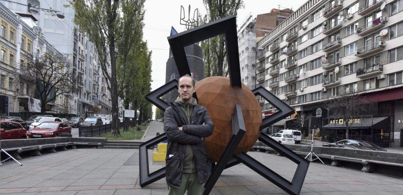 """Confrontation"": a temporary installation opens on Taras Shevchenko Boulevard in Kyiv"